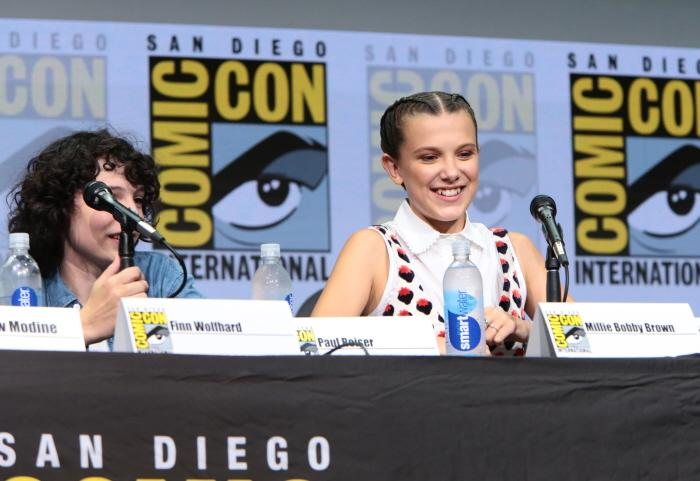 Finn Wolfhard and Millie Bobby Brown at San Diego Comic-Con 2017.